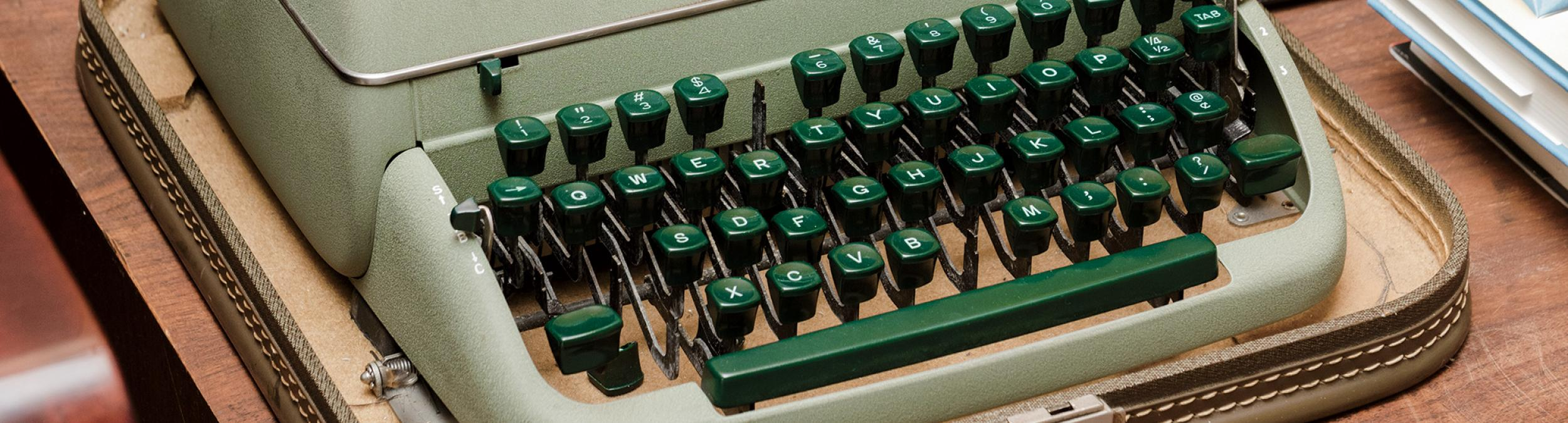 Smith_3_typewriter_BG