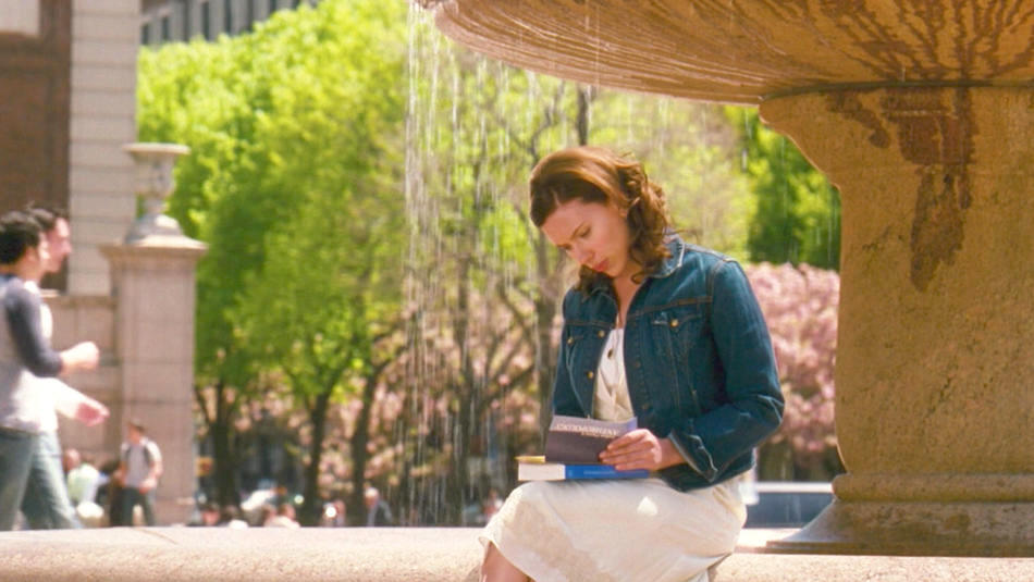 Scarlett Johansson on Columbia University campus in The Nanny Diaries