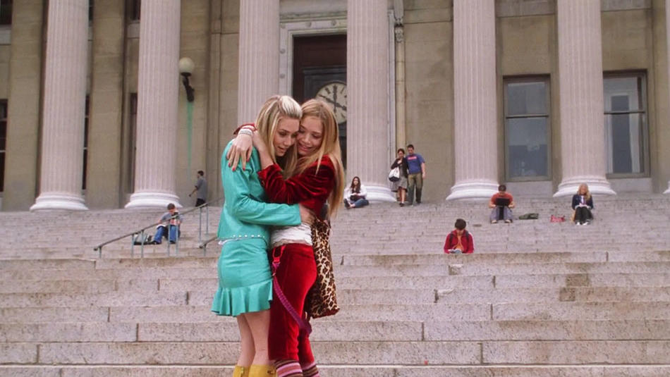 "Mary-Kate and Ashley Olson on the steps of Columbia University's Low Library in ""New York Minute"""