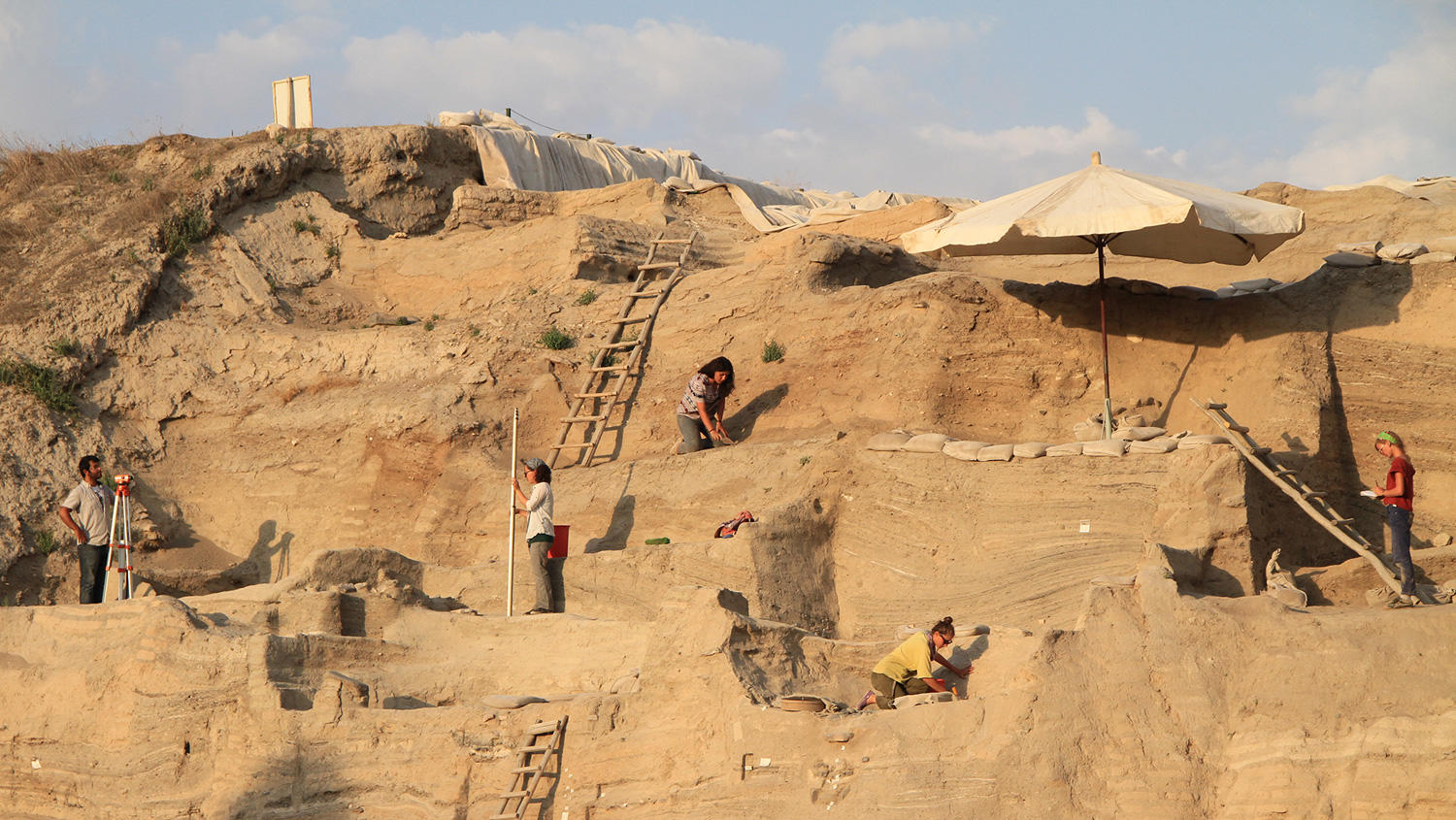 Columbia geoscience students excavating ruins near Aksaray, Turkey
