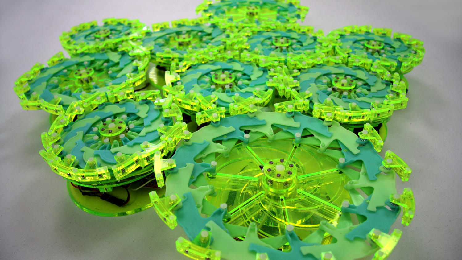 Green robot discs that work together like an organism