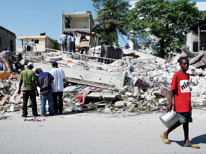 People sifting through rubble in downtown Port-au-Prince after the 2010 Haitian earthquake