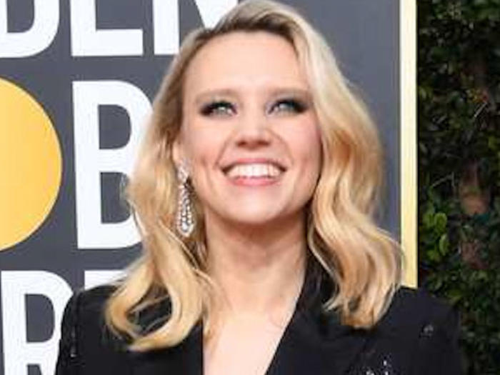 Kate McKinnon at the Golden Globes