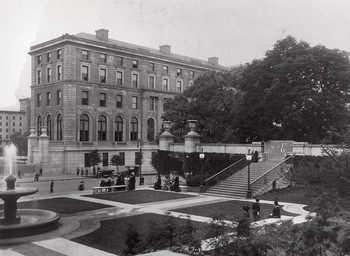 The Columbia Journalism school building in 1912