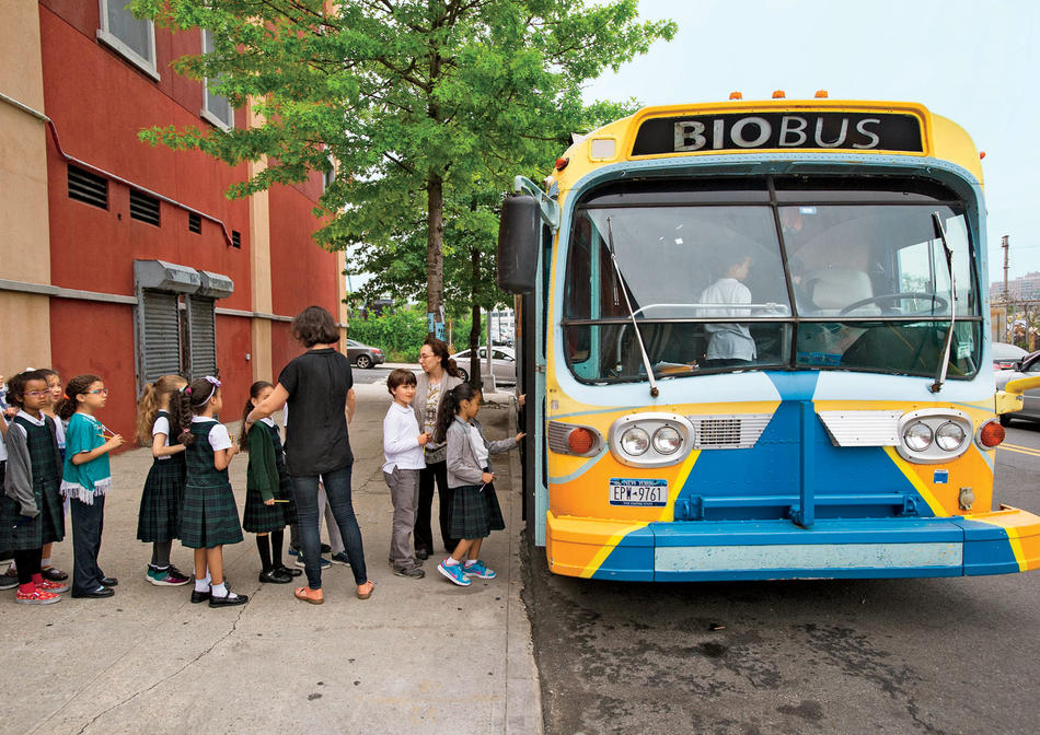 Schoolchildren entering the BioBus